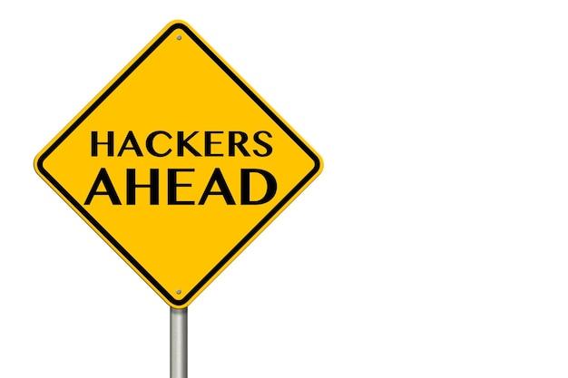 Sinal de trânsito de hackers à frente em um fundo branco