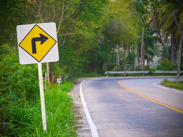 Sinal de trânsito na estrada