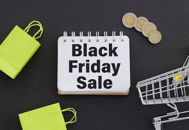 Sinal de venda na sexta-feira negra no quadro de avisos sobre fundo preto