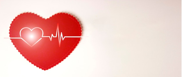 Sinal do coração, eletrocardiograma, sobre um fundo branco com espaço de cópia para o seu texto. conceito de cuidados de saúde. equipamentos de saúde e médicos. check-up médico e diagnóstico. deveres dos médicos.