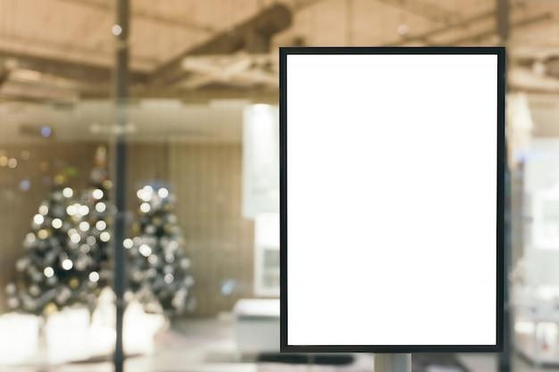 Sinal em branco com espaço de cópia para sua mensagem de texto ou conteúdo de simulação