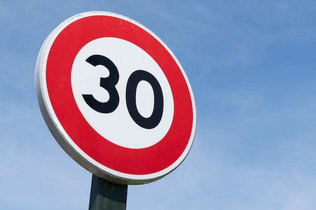Sinal estrada limite de velocidade 30 restrição