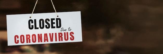 Sinalização de loja fechada devido à pandemia de coronavírus