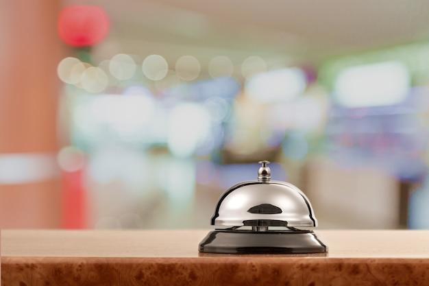 Sino do balcão de serviço de recepção de hotel vintage.