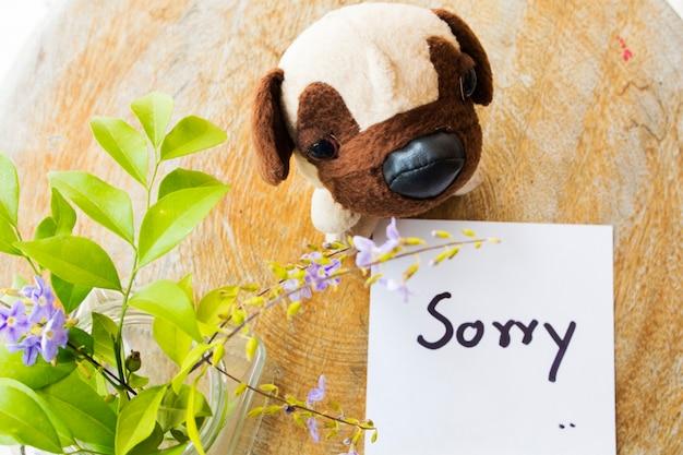 Sinto muito, manuscrito cartão de mensagem com cachorro