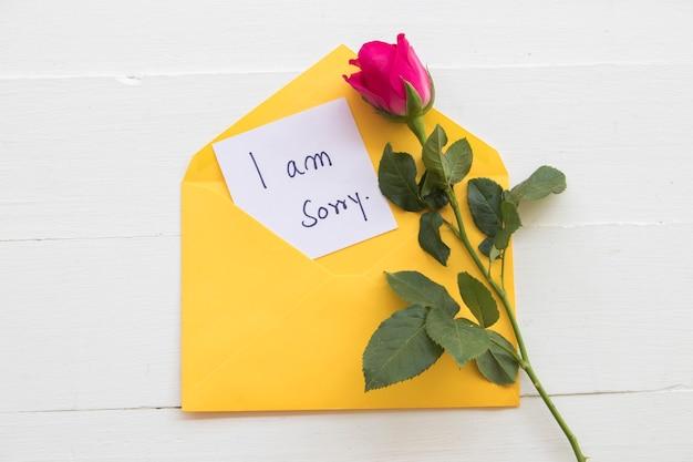 Sinto muito, manuscrito do cartão de mensagem