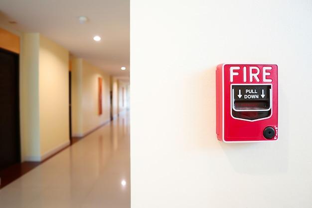 Sistema de alarme de incêndio instalar na parede.