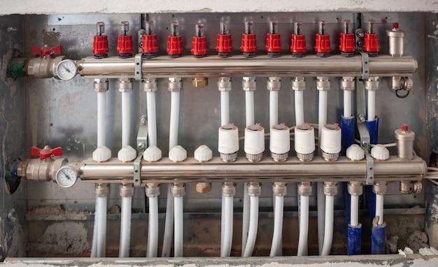 Sistema de aquecimento por instalação de aquecimento por piso radiante.