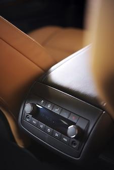 Sistema de áudio do carro traseiro