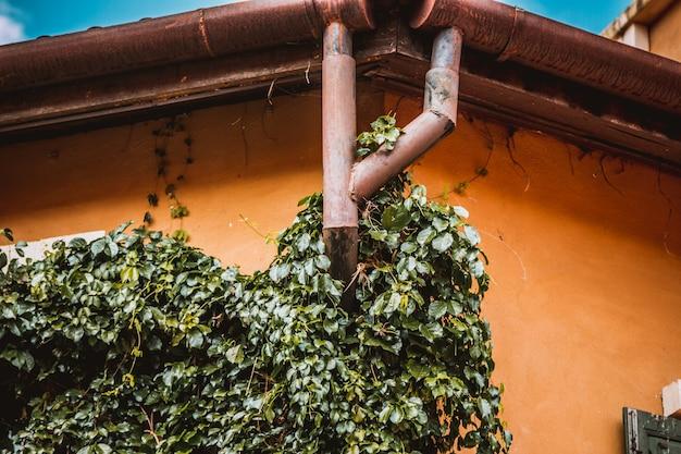 Sistema de calha de chuva e proteção do telhado da chuva