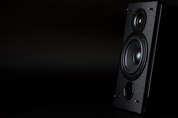 Sistema de colunas de áudio conceito minimalista