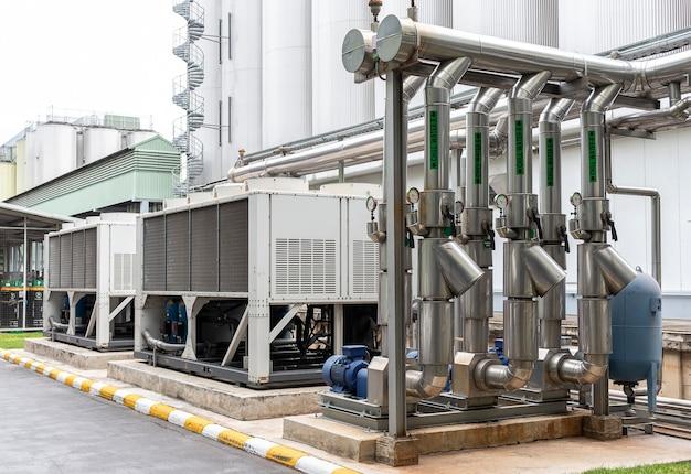 Sistema de dutos para fornecer água fria ao processo de produção.