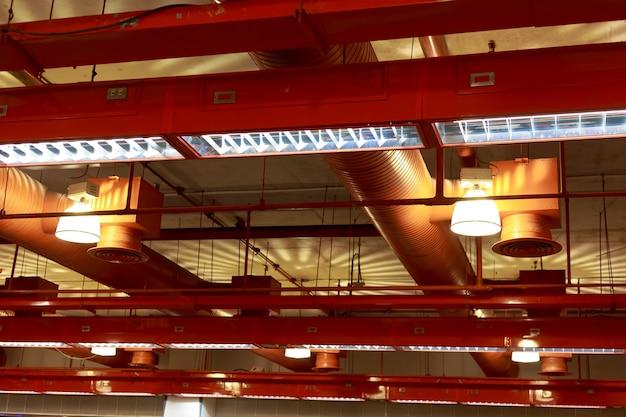 Sistema de instalação de ventilação de ar condicionado no edifício