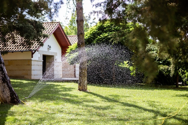 Sistema de irrigação no jardim
