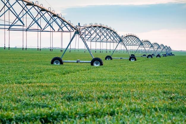 Sistema de irrigação por gotejamento em campo
