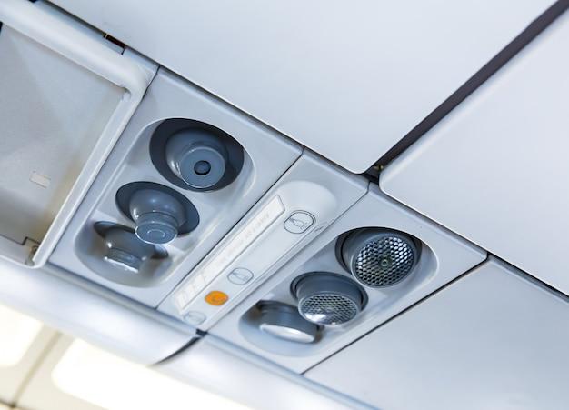 Sistema de luz e ar no avião