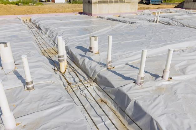 Sistema de montagem de tubos de esgoto de pvc para drenagem de tubos sanitários no solo na nova casa