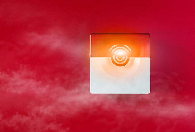 Sistema de segurança contra incêndios em um fundo vermelho