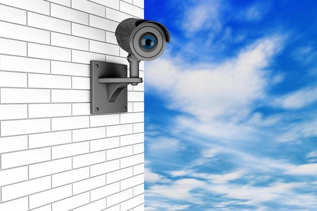 Sistema de segurança da câmera de vídeo sobre a parede de tijolos com um fundo de céu