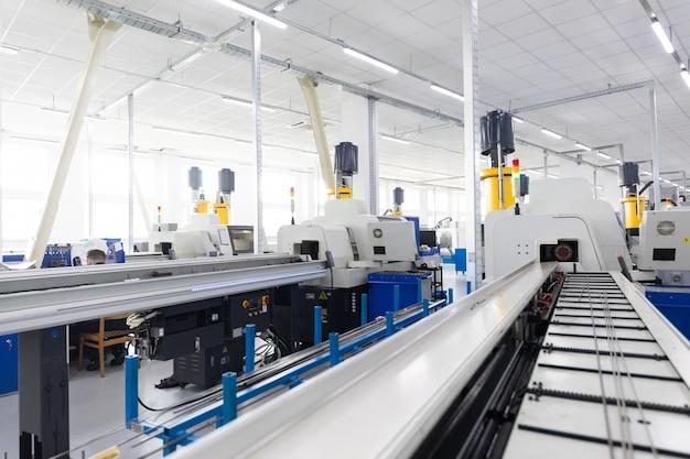 Sistema de transporte com produtos metálicos em obras