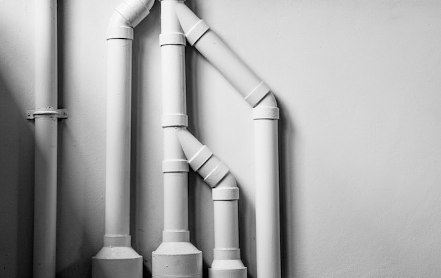 Sistema de tubulação de água instalar com o muro de concreto