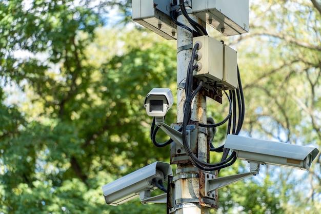 Sistema de videovigilância com várias câmeras no parque
