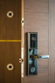 Sistema do fechamento da chave da porta de smart card para hotéis / negócio - mercado da tecnologia.