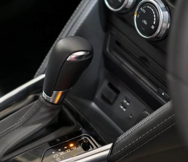 Sistemas de engrenagem manual de carro moderno.