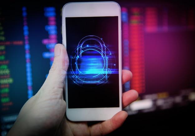 Sistemas de segurança de dados no celular com cadeado fechado