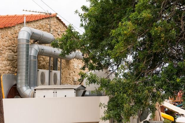 Sistemas de ventilação instalados no edifício