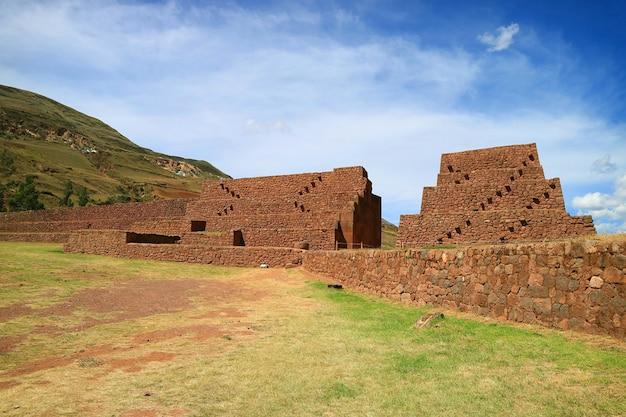 Sítio arqueológico de piquillacta, impressionantes ruínas antigas, cusco, peru