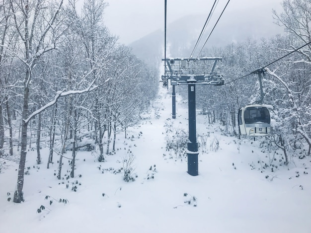 Ski-lift em niseko ski resort, hokkaido.