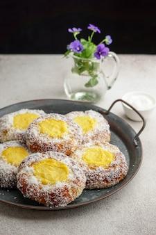 Skoleboller de pão doce da noruega, pastelaria escandinava tradicional