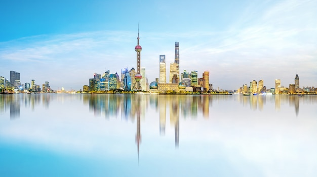 Skyline da cidade bonita em lujiazui, shanghai, china