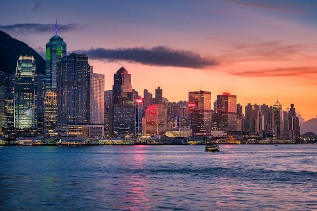 Skyline da cidade de hong kong ao pôr do sol