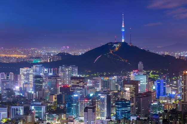 Skyline da cidade de seul e n seoul tower, coreia do sul.