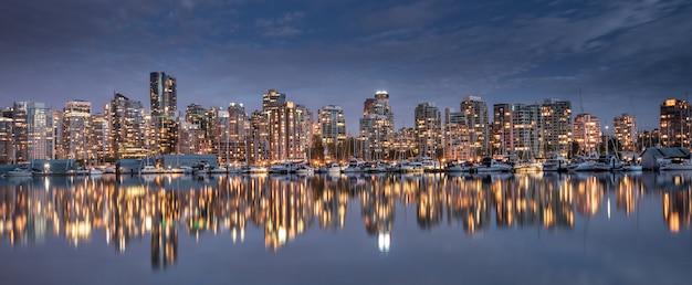 Skyline da cidade de vancouver, colúmbia britânica, canadá