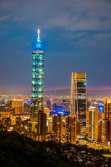 Skyline da paisagem urbana de taipei taipei 101 edifício da cidade financeira de taipei, taiwan