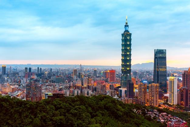 Skyline da paisagem urbana de taipei