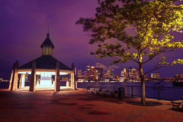 Skyline de boston ao pôr do sol piers park massachusetts