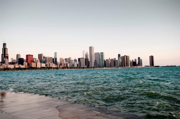 Skyline de chicago, o lago michigan