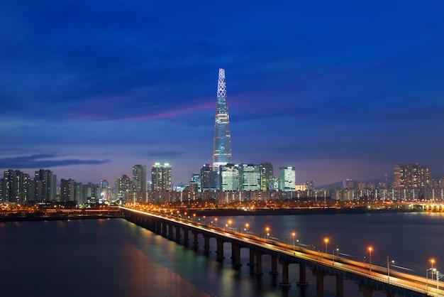 Skyline de coreia do sul de seoul, a melhor vista de coreia do sul com a alameda do mundo de lotte em jamsil.