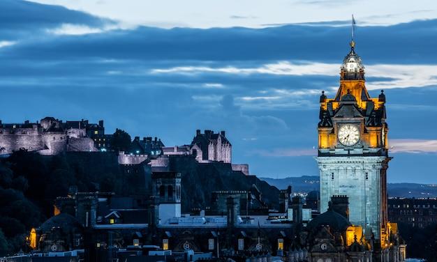 Skyline de edimburgo à noite, escócia