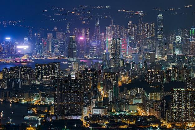 Skyline de hong kong kowloon do pôr do sol da colina fei ngo shan