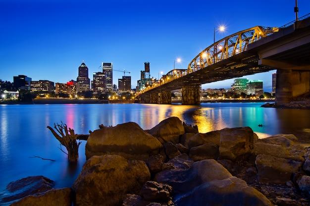 Skyline de portland oregon na hora azul