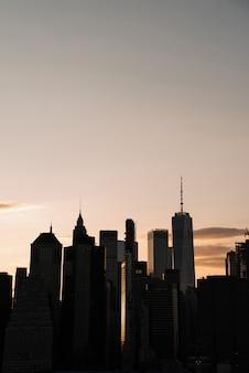 Skyline do sol da cidade de nova york