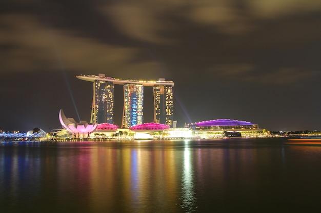 Skyline para a areia da baía em singapura.