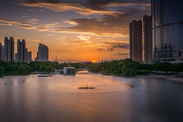 Skyline urbana e edifícios modernos, paisagem urbana da china.