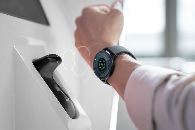 Smart watch sem contato e pagamento sem dinheiro