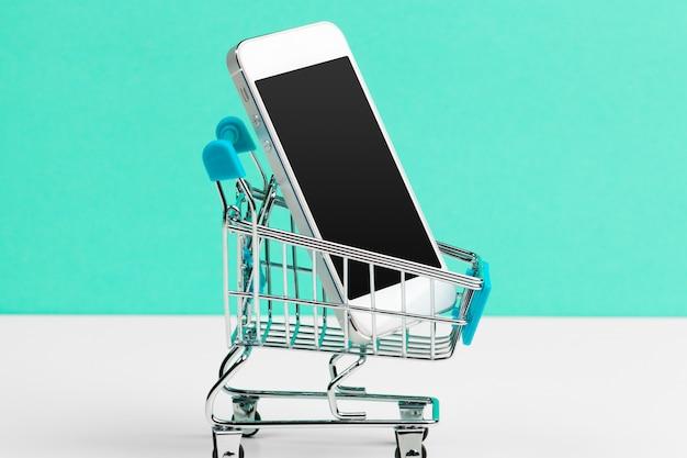 Smartphone com carrinho de compras